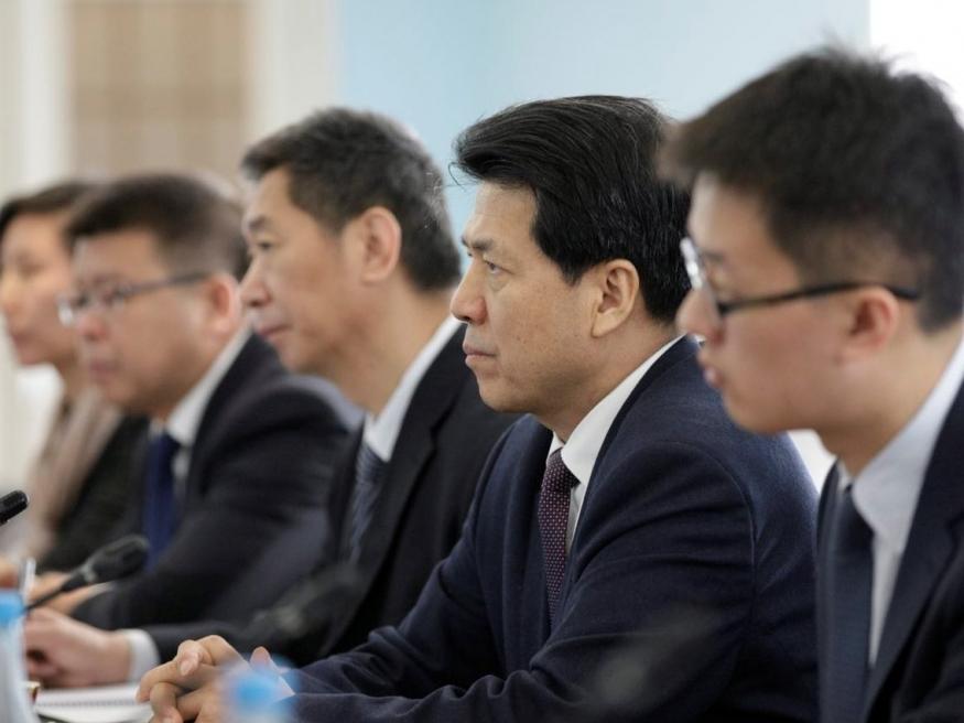 Алексей Дюмин встретился сЧрезвычайным иПолномочным Послом Китайская республикаЛи Хуэем